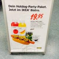 Das Foto wurde bei IKEA Hotdog Stand von Evken am 7/3/2015 aufgenommen