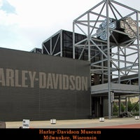 Das Foto wurde bei Harley-Davidson Museum von Carlos H. am 10/3/2012 aufgenommen