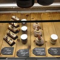 Photo prise au Patisserie Rhubarbe par Laurent P. le10/21/2012