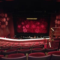 Photo prise au San Diego Civic Theatre par Dana F. le12/17/2012