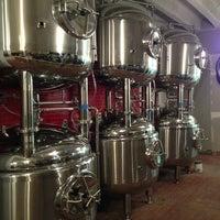 3/13/2013 tarihinde Brad C.ziyaretçi tarafından DryHop Brewers'de çekilen fotoğraf