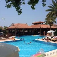 Foto scattata a Liberty Hotels da Sinan E. il 6/27/2012