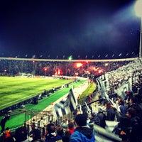 รูปภาพถ่ายที่ Toumba Stadium โดย Όμηρος Κ. เมื่อ 3/17/2013