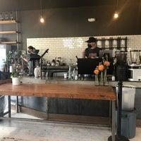 6/23/2021 tarihinde Aaronziyaretçi tarafından Devout Coffee'de çekilen fotoğraf