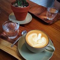 รูปภาพถ่ายที่ Supercrown Coffee Roasters โดย Aaron เมื่อ 5/22/2016