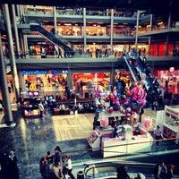 Das Foto wurde bei Pelican Mall von Okan am 11/25/2012 aufgenommen