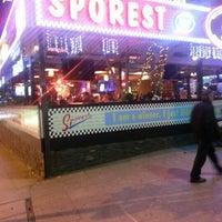 Foto tirada no(a) Sporest por Tolga K. em 12/25/2012