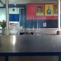 Foto diambil di Pejabat Pos Rantau Panjang oleh Nase C. pada 2/14/2013