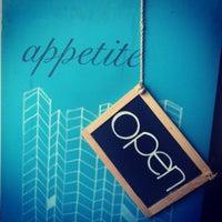 Foto tirada no(a) appetite shop + studio por Erin A. em 10/20/2012