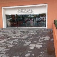 Foto tomada en Sears por Javo V. el 10/19/2014