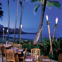 Foto scattata a Duke's Waikiki da Duke's Waikiki il 12/17/2013