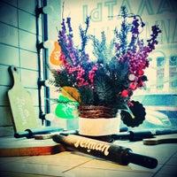 12/1/2012 tarihinde Elena L.ziyaretçi tarafından Pelman Hand Made Cafe'de çekilen fotoğraf