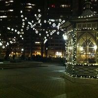 Das Foto wurde bei Rittenhouse Square von Cesar M. am 12/21/2012 aufgenommen