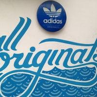 Photo prise au Adidas Originals par Eduardo le3/17/2013