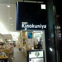Foto tomada en Books Kinokuniya por Kim W. el 2/23/2013