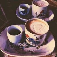 Photo prise au Double Trouble Caffeine & Cocktails par Jasmine M. le3/31/2013