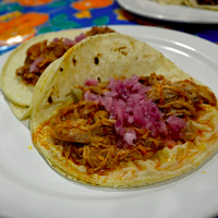 รูปภาพถ่ายที่ La Flor De Yucatan Catering & Bakery โดย Eater เมื่อ 7/10/2014