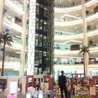 Photo prise au Emporium Pluit Mall par Tommy G. le11/10/2012