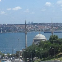 Foto diambil di The Ritz-Carlton Istanbul oleh Ahmet Y. pada 7/6/2013