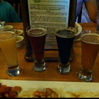 Foto scattata a Outer Banks Brewing Station da Wayne il 8/10/2013