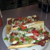 Foto scattata a Sarkis Cafe da Cliff A. il 9/28/2012