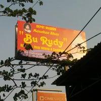 """10/10/2012 tarihinde Agung X.ziyaretçi tarafından Depot Madiun Masakan Khas """"Bu Rudy""""'de çekilen fotoğraf"""