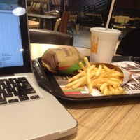 Photo prise au Burger King par Chandra P. le6/28/2016