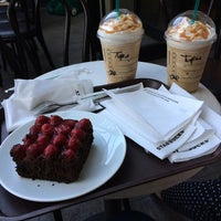 Foto tirada no(a) Starbucks por Tugce K. em 5/17/2014