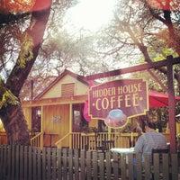 รูปภาพถ่ายที่ Hidden House Coffee โดย Joel Richard E. เมื่อ 2/17/2013