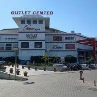 9/29/2012 tarihinde Murat K.ziyaretçi tarafından Airport Outlet Center'de çekilen fotoğraf