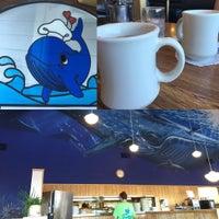 รูปภาพถ่ายที่ Blue Whale โดย D. Lee G. เมื่อ 7/18/2015