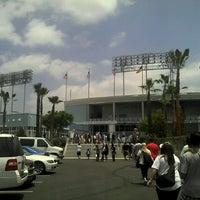 Das Foto wurde bei Dodger Stadium Parking von Arturo R. am 5/26/2013 aufgenommen