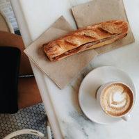 รูปภาพถ่ายที่ Toby's Estate Coffee โดย Erica C. เมื่อ 7/4/2014