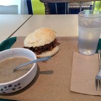 2/13/2014 tarihinde Darrin T.ziyaretçi tarafından Sandwich Me In'de çekilen fotoğraf