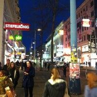 รูปภาพถ่ายที่ Mariahilfer Straße โดย Doğukan เมื่อ 10/29/2012