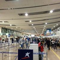 Foto tirada no(a) Aeropuerto Internacional Comodoro Arturo Merino Benítez (SCL) por Claudio Andres em 7/11/2013