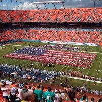 รูปภาพถ่ายที่ Hard Rock Stadium โดย Lino R. เมื่อ 9/22/2013