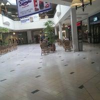 Foto tirada no(a) Perimeter Mall por Vivian em 8/19/2013