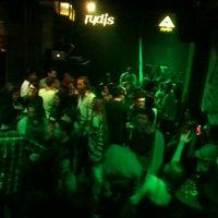 Foto diambil di Rudis Bar oleh Ihsan M. pada 11/8/2013