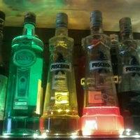 Foto diambil di Rudis Bar oleh Ihsan M. pada 11/4/2013