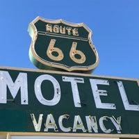 Photo prise au Route 66 Motel par Offbeat L.A. le2/25/2018