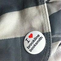 Foto diambil di Brookline Booksmith oleh Jenny M. pada 10/25/2012