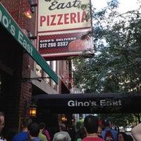 Foto tomada en Gino's East por Gino's East The Original of Chicago el 8/14/2014