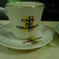 Das Foto wurde bei Conde De Medellin Especiality Cafeteria von Ichie am 11/20/2013 aufgenommen