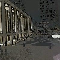 Снимок сделан в Lincoln Center for the Performing Arts пользователем Andrew G. 10/2/2012
