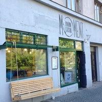 Foto tirada no(a) Moment Cafe por Dobroš em 4/17/2014