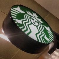 Das Foto wurde bei Starbucks von Orlando S. am 7/5/2013 aufgenommen