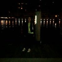 Das Foto wurde bei Shooters Waterfront von Jennifer c. am 11/3/2012 aufgenommen