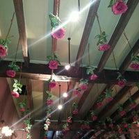Foto tomada en Café Rose Red por Graziella C. el 3/8/2013