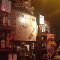 Das Foto wurde bei Rudy's Bar & Grill von Bianca am 9/27/2012 aufgenommen